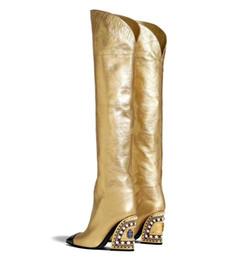 mujeres del sexo botas negras Rebajas Mujer Otoño Invierno Marca de moda Tacón grueso Botas de cuero doradas sobre la rodilla Mujer T-show Punta puntiaguda Botas de rodilla con perlas de diamantes de imitación Botas de mujer