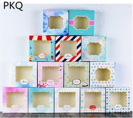2019 pantalla de plástico 20 unids 14.3x14.3x3.7 cm 13 estilos Hermosas galletas paquete de pastel de galletas caja de papel con pvc ventana de plástico caja de exhibición de juguetes de regalo pantalla de plástico baratos