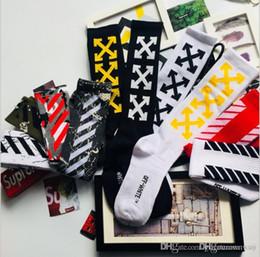 Canada 18SS usine de chaussettes de skateboard populaire logo européen et américain de rue hip-hop usine au nom de la tendance de tuyau pour hommes de haut gang long cheap long hose socks Offre