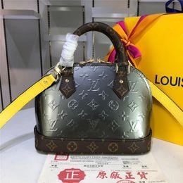 handtaschen straße stil Rabatt INS Stil Präge Design Weibliche Marke Handtaschen High Street Imitation Shell Handtaschen Weihnachten Trendy Geschenke Für Mutter Reisetaschen
