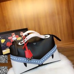 Argentina Bolsos de mujer bolsos de viaje de ocio para mujeres cierre de cremallera remaches de mano diseño tamaño 28 × 15 × 12 cm Suministro