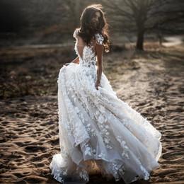 Outdoor casamento rendas vestidos de noiva on-line-V Neck 3D Lace Bohemia Wedding Dress 2020 Cap Sleeves Ruched Sweep Train Country Ao ar livre Vestidos de noiva de casamento de praia