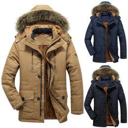 Capuchas de piel desmontables online-Moda invierno de los hombres de piel falsa capucha desmontable afelpado de la guarnición gruesa capa del algodón caliente