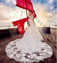 sexy bling blanco vestidos de novia de playa Rebajas A Line White Tulle Beach Off Shoulder Cheap Milla Nova Wedding Dress Vestidos de novia Bling Long Train With Flowers 2019