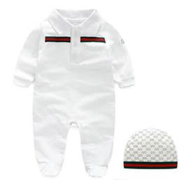 клубничные комбинезоны Скидка Новорожденная детская одежды с длинными рукавами дизайнера ребенок ползунков для новорожденных одежды мальчиков девочек Комбинезоны + шляпа