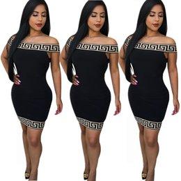 2019 peixe impressão vestidos mulheres Venda quente europeu e modelos de explosão das mulheres americanas novo jacquard sexy top tubo elástico vestido apertado