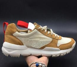 Yard scarpe donne online-Tom Sachs Craft Mars Yard TS NASA 2.0 scarpe rosse-Maple unisex Uomini donna traspirante FK bassa escursione di campeggio tennis delle calzature di US5.5-11