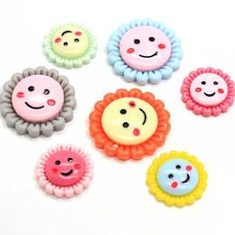Renkli 20mm 28mm Sevimli Gülümseme Yüz Ayçiçeği Flatback Reçine Düğme Cabochon için Diy Craft Scrapbook Bezeme nereden