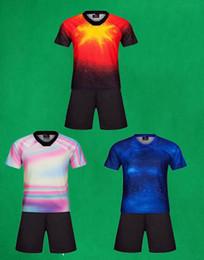 Jerseys de fútbol personalizados para adultos Pantalones cortos Diy Logotipo personal Número de nombre Conjuntos de entrenamiento de fútbol 19 20 Uniformes de fútbol para hombres al aire libre Ropa deportiva desde fabricantes