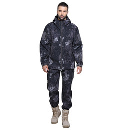 Pantaloni di camuffamento verde degli uomini online-Autunno-Tactical Softshell Men Army Sport impermeabile caccia vestiti Set Jacket + Pants Camouflage Outdoor Jacket Suit