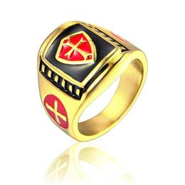 2019 anello massonico oro 2018 Anello da uomo in acciaio inossidabile Anello da cavaliere Templare color oro biker Crociato Croce massonica gioielli rossi sconti anello massonico oro