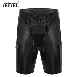 носить мужские кожаные шорты Скидка Men Wetlook Faux Leather Exotic Short Latex Pants Homme Night Party Club Wear Cargo Style Front Zippered Pouch Carpenter Shorts
