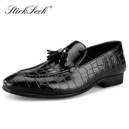Zapatos casuales con estilo holgados online-Elegantes zapatos de patrón de cocodrilo de cuero genuino de los hombres de la borla del dedo del pie puntiagudo Slip on hechos a mano cómodos mocasines casuales SK257