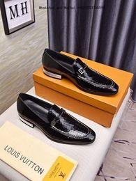Zapatos cómodos de negocios informales online-Hombres de la marca hombres blancos y negros visten zapatos Imported Tela de cuero de vaca Resistente al desgaste antideslizante Suela Cómoda Respira libremente