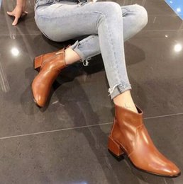 Sapatos de couro oleada on-line-Luxury New Womens Knight Ankle Autumn Winter Square Heel Boots Oil wax leather Shoes Original Box Size 35-40