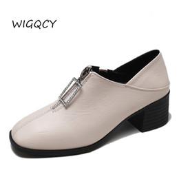 48493bd8c Retro sapatos de couro pequenos mulheres 2019 primavera nova Inglaterra  vento sapatos grossos moda Coringa cabeça quadrada de salto alto acessível  calçados ...
