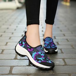 Ocasional de las mujeres Plataforma Cuña Mocasines Camuflaje Zapatillas Zapatillas de deporte de la parte inferior gruesa Zapatos de lona de las señoras respirables perezosos desde fabricantes