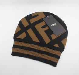 Wholesale 2019 lana Cappelli Beanie di moda per uomini e donne a maglia protezioni casuali di sport invernali Beaniesembroidery Caps top marrone