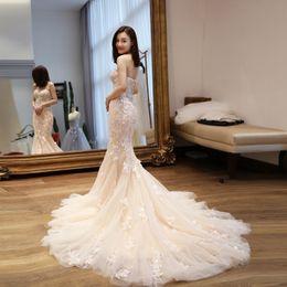 Elegante blush champagne avorio sirena abiti da sposa manica lunga mantello fiore fatto a mano abito da sposa paese con applicazioni in pizzo floreale 3D da