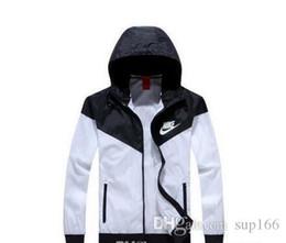 Spring fall jackets men s online-Caldo! Uomo Primavera / Autunno Thin Jacket Coat, uomini e donne giacca sportiva giacca a vento esplosione modelli neri paio giacca Windrunner