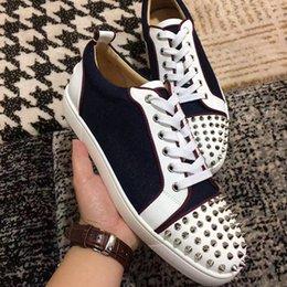 2019 zapatos al por mayor para la boda Factory Wholesale Suede Classic Spikes Sneakers Red Bottom Shoes Junior Low Top Men Party Boda Zapatos casuales Red Sole envío gratis zapatos al por mayor para la boda baratos