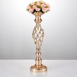 Vaso centrotavola porta candela online-10PCS / LOT Fiori Vasi Candelieri Strada Piombo centrotavola Metallo Oro basamento del pilastro candeliere per la decorazione domestica Wedding