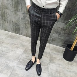 Hombres trabajando pantalones online-2019 New Plaid Suit Pant Men Brand Designer Gentlemen British Style Dress Suit Pant Hombre Business Casual Work Men Pantalones