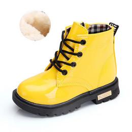 2020 zapatos brillantes niños 2.020 niños de diseño zapatos planos Martin botas de cuero brillante de los niños botas para la nieve Niños y niñas zapatos del color sólido del niño de lujo zapatos brillantes niños baratos
