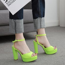 Sapatas fluorescentes dos saltos on-line-Mulheres Peep Toe Platform bombs Chunky High Heels Sexy Ankle Strap Sandals Party Dress Shoes Fluorescent Green KK12