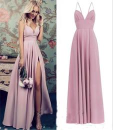 vestidos de dama de honra simples Desconto Blush Rosa Plus Size Vestidos Baratos Damas de Honra 2018 Uma Linha Longo de Cetim Alto Dividir Simples Country Praia Empregada de Honra Convidados de Casamento Vestidos
