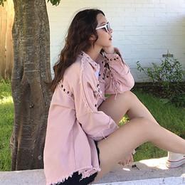 2020 pechos grandes mujeres Chaqueta de mezclilla de color rosa con tachuelas raído curvo Hem ocasional de la capa de la caída de la solapa solo pecho manga larga grandes tamaños de las chaquetas de las mujeres rebajas pechos grandes mujeres