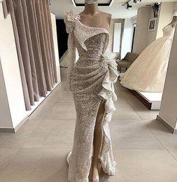 2020 abiti da sera di alta couture 2020 Couture Paillettes sirena del merletto del vestito da sera maniche lunghe una spalla alta Split increspato formale Prom Dresses Chic abito del partito Abendkleid sconti abiti da sera di alta couture