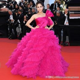 Custom Made Araya Hargate Ruffles Fuchsia One-spalla Backless Princess Ball Gowns 2019 Festival del cinema di Cannes Abiti da sera celebrità supplier cannes festival dresses da vestiti da festival di cannes fornitori