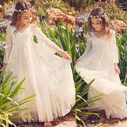 Белые пляжные платья для детей онлайн-2020 Новый Пляж Цветочница платье белого цвета слоновой кости Boho Первое причастие платье для маленькой девочки V-образным вырезом с длинным рукавом A-Line Дешевые детей Свадебное платье