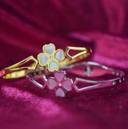Neue Damen Roségold Schmuck öffnen vierblättriges Kleeblatt Titan Stahl Armband Studentin Armband Armband Farbe Gold Geschenk Mode Accessor von Fabrikanten