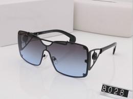mode pour les jeunes hommes Promotion Lunettes de soleil griffées luxe VE8028 Logo de la marque