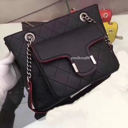 Mochila de ouro das senhoras on-line-De alta qualidade novas mochilas designer 2018 moda feminina lady black Mochilas de ouro e prata mochila saco encantos Moda messenger bag fr
