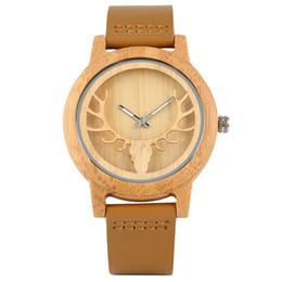 2019 orologi da polso moderni Design moderno degli alci Lancette luminose Orologio da polso in legno naturale di bambù da donna Cinturino in pelle da polso al quarzo analogico sconti orologi da polso moderni