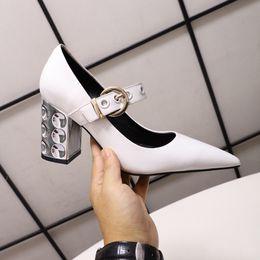 2019 i pattini di vestito disegnano le signore Vendite calde Design di lusso Moda Donna Tacchi alti Scarpe Fibbia Scarpe eleganti da donna Pompe in pelle verniciata 8CM Tacchi robusti Sandali Donna Scarpe con zeppa i pattini di vestito disegnano le signore economici