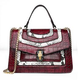 2019 crocodilo em relevo couro bolsas Marca de vendas mulheres bolsa do vintage em relevo bolsa de crocodilo elegante contraste cor mão bolsa de ombro bolsa de mão de couro de crocodilo de moda desconto crocodilo em relevo couro bolsas