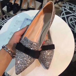 2019 pisos de punta de diamante Venta caliente-Moda Mujer Boda Bombas Mocasines Talones planos Cristalino del dedo del pie puntiagudo Novia Rhinestone Zapatos de vestir de diamante pisos de punta de diamante baratos