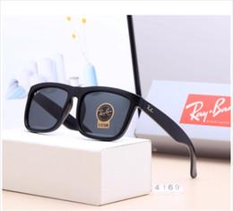 occhiali da sole rotondi steampunk Sconti Brand Designer Round Metal Sunglasses Uomo Donna Steampunk Fashion Occhiali Retro Vintage Occhiali da sole con custodie e astuccio gratuiti