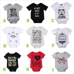 Schwarzer overall sommer online-2019 Neugeborenes Baby Sommer Baumwolle Strampler Overalls Kleinkind Schwarz Weiß Brief Drucken Jungen Mädchen Kleidung 0-24 Mt