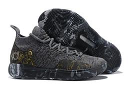 Высокое качество kd 11 Повседневная обувь золото брызги Кевин Дюрант 11s дизайнер многоцветные / металлическое золото мужская обувь размер 7-12 supplier durant shoes size от Поставщики размер обуви durant