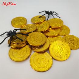 monete d'oro di plastica Sconti 50 / 100pcs Pirates Gold Coins contrattazione Chip di plastica della moneta del gioco per il capretto per feste Tesoro Monete giocattolo del bambino 6z