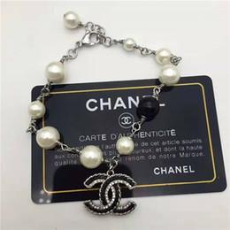 2019 лучшие браслеты для женщин В 2019 году горячие новые высококачественные Женские браслеты с буквенным дизайном и подходящим жемчугом - лучшие аксессуары для женщин дешево лучшие браслеты для женщин