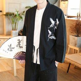 Uomini kimono neri rossi online-Fashion-Thin Kimono rivestimento degli uomini del ricamo Cardigon Cappotto giapponese Streetwear Giacche Plus Size 4XL 5XL Blu Nero Rosso