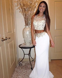 199d2e0b8 Vestidos de baile de dos piezas con cuentas de cristal dorado 2019 Robe De  Soriee Una línea Longitud del piso Gasa blanca Vestido de fiesta hermoso  desfile