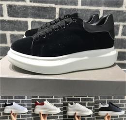 2019 zapatillas de deporte en color liso. Clásico diseñador de confort, niña bonita, zapatillas de deporte para mujer, zapatos de cuero casuales, colores sólidos, hombres, zapatillas de deporte para mujer, monopatín. zapatillas de deporte en color liso. baratos