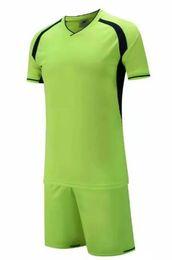 Wholesale Neu kommen Günstige hochwertige Fußball Trikot Fußball Fußball Uniform Kit Keine Marke Uniformen Kit Custom Name Custom LOGO grün